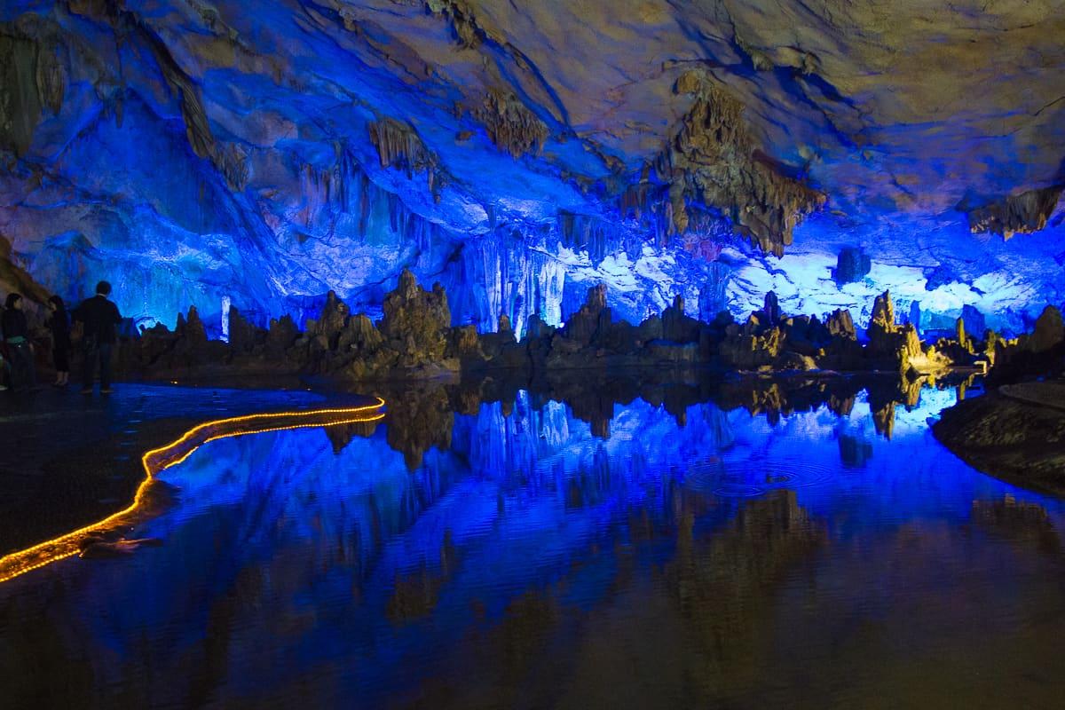 As cavernas de flauta Reed em Guilin China